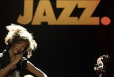 <p>Grammy winner Esperanza Spalding performs during the 29th Cully Jazz Festival in the Swiss lakeside village of Cully nestled in the vineyards along Lake Leman, about 70 km (43 miles) east of Geneva, March 30, 2011. REUTERS/Denis Balibouse</p>