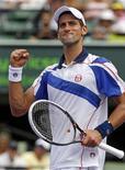<p>O tenista sérvio Novak Djokovic comemora após vencer Mardy Fish no Masters de Miami. 01/04/2011. REUTERS/Hans Deryk</p>
