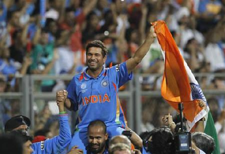 Sachin Tendulkar is carried by his teammate Yusuf Pathan after they beat Sri Lanka in the ICC Cricket World Cup final match in Mumbai April 2, 2011.   REUTERS/Vivek Prakash
