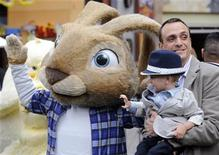 """<p>Cast member Hank Azaria (R) and son Hal attend the premiere of the film """"Hop"""" in Los Angeles March 27, 2011. REUTERS/Phil McCarten</p>"""