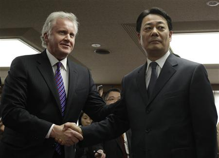 General Electric Chief Executive Officer and Chairman Jeffrey Immelt (L) shakes hands with Japan's Trade Minister Banri Kaieda upon his arrival with Hitachi President Hiroaki Nakanishi (not pictured) prior to their meeting at Kaieda's office in Tokyo April 4, 2011. General Electric Co, which helped to build Japan's crippled Fukushima Daiichi nuclear plant, has vowed to provide $10 million in aid and long-term support to deal with the nuclear crisis, Kyodo News Agency reported on Monday. Immelt, on a visit to Japan, has told Tokyo Electric Power Co Ltd (TEPCO), the operator of the plant, that GE would help the utility to supply electricity in the coming months when demand soars. REUTERS/Yuriko Nakao