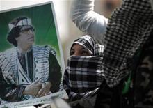<p>Сторонницы Муаммара Каддафи на демонстрации в Триполи, 2 апреля 2011 года. Ливия готова обсуждать политические изменения, но только при условии, что главой государства останется Муаммар Каддафи, сообщил в понедельник представитель ливийского правительства. REUTERS/Ahmed Jadallah</p>