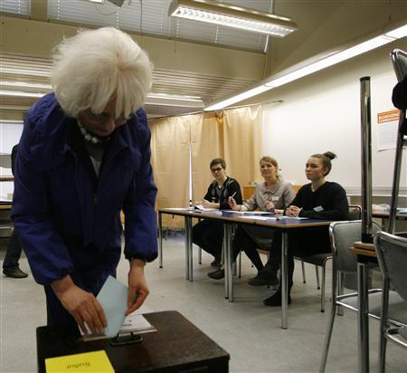 Iceland's Prime Minister Johanna Sigurdardottir (L) casts her vote in the Icesave referendum in Reykjavik April 9, 2011. REUTERS/Ingolfur Juliusson