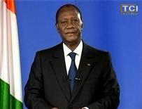 <p>Президент Кот-д'Ивуара Алассан Уаттара во время телеобращения к нации 11 апреля 2011 года. Признанный международным сообществом президентом Кот-д'Ивуара Алассан Уаттара призвал вернуть жизнь в стране в мирное русло после захвата своего противника с помощью французского спецназа. Однако ему предстоит решить сложную задачу - вернуть целостность пережившему гражданскую войну государству. REUTERS/TCI via Reuters TV</p>