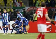 """<p>Футболисты """"Порту"""" радуются пятому голу, забитому в ворота """"Спартака"""", 14 апреля 2011 года. Три португальских и одна испанская команды вышли в четверг в 1/2 финала Лиги Европы. REUTERS/Grigory Dukor</p>"""