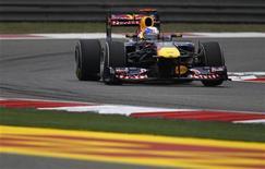 <p>Sebastian Vettel durante terceira sessão de treino do GP da China em Xangai. O alemão, atual campeão mundial da Fórmula 1, conquistou neste sábado sua quarta pole position consecutiva com a Red Bull, desta vez no Grande Prêmio da China, que ocorrerá no domingo. 16/04/2011 REUTERS/Petar Kujundzic</p>