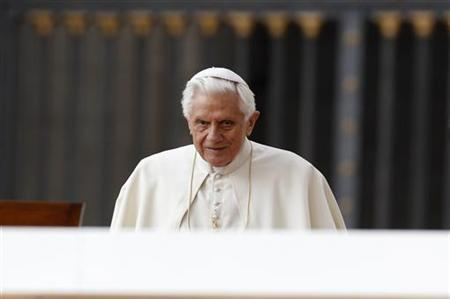 Pope Benedict XVI arrives to lead his weekly audience in Saint Peter's Square at the Vatican March 30, 2011. REUTERS/Max Rossi