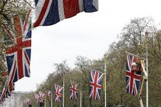 <p>Workers install Union flags, ahead of the Royal Wedding, along the Mall in London April 15, 2011. REUTERS/Stefan Wermuth</p>