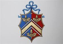 <p>O novo brasão da família de Kate Middleton é exibido no College of Arms, em Londres. 18/04/2011 REUTERS/Suzanne Plunkett</p>