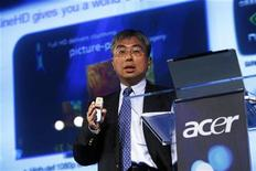 <p>O executivo da Acer Jim Wong fala em coletiva de imprensa em Nova York, em março de 2008. Wong foi indicado para a presidência da companhia após a renúncia do presidente-executivo anterior, Gianfranco Lanci. 12/03/2008 REUTERS/Keith Bedford</p>