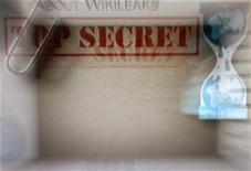 <p>Foto de archivo de la página de inicio del sitio web Wikileaks vista desde un ordenador en Pekín, dic 2 2010. El Gobierno de Barack Obama, criticado por su tratamiento a un soldado acusado de filtrar documentos secretos que fueron publicados en la web de WikiLeaks, va a transferir al detenido a una cárcel de Kansas. REUTERS/Petar Kujundzic</p>