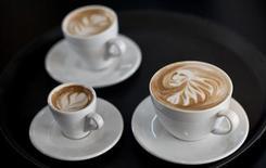 <p>Кофе на Чемпионате бариста Германии в Гамбурге 17 апреля 2011 года. Потребление кофе, видимо, не усиливает риск повышения артериального давления, несмотря на бытующее мнение, выяснили американские ученые. REUTERS/Morris Mac Matzen</p>