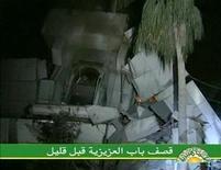 <p>Разрушенный силами НАТО лагерь Муаммара Каддафи Баб аль-Азизия в Триполи, 25 апреля 2011 года. Силы НАТО нанесли массированный удар по лагерю Муаммара Каддафи Баб аль-Азизия, расположенному в Триполи, рано утром в понедельник, что представители властей Ливии истолковали как покушение на жизнь лидера североафриканского государства. REUTERS/Libya TV via Reuters TV</p>