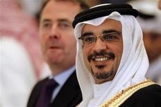 <p>O príncipe herdeiro do Barein Salman bin Hamad al-Khalifa, na sessão de abertura do Instituto Internacional de Estudos Estratégicos (IISS, na sigla em inglês), na capital do Barein, Manama. O príncipe disse que não comparecerá ao casamento real da Grã-Bretanha em 29 de abril, devido à agitação contínua no seu reino. Foto de Arquivo 03/12/2010 REUTERS/Hamad I Mohammed</p>