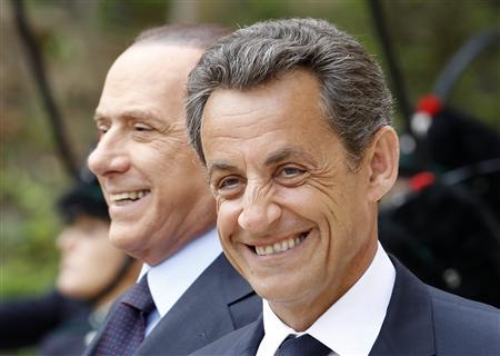 Italian Prime Minister Silvio Berlusconi (L) and French President Nicolas Sarkozy smile as they arrive for a meeting at Villa Madama in Rome April 26, 2011. REUTERS/Alessandro Bianchi