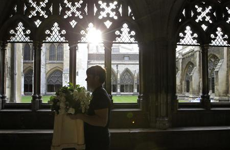 A florist delivers flowers to Westminster Abbey, in London April 27, 2011. Final preparations were being made for the wedding between Britain's Prince William and Kate Middleton at Westminster Abbey on April 29. REUTERS/Sang Tan/Pool