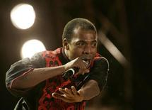 <p>Nigerian musician Femi Kuti performs during celebrations for Africa Day in Johannesburg May 25, 2007. REUTERS/Siphiwe Sibeko</p>