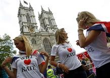 <p>Royal fans adjust Union flags on their shoulders in front Westminster Abbey in London April 28, 2011. REUTERS/Kai Pfaffenbach</p>