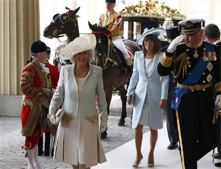 Britain's Prince Charles (R) and his wife Camilla, Duchess of Cornwall (2nd L), arrive at Buckingham Palace followed by Carole Middleton (C), after the wedding ceremony of Britain's Prince William and Catherine, Duchess of Cambridge, in central London April 29, 2011. REUTERS/Andrew Winning