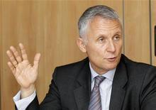<p>Le directeur financier de France Télécom Gervais Pellissier. L'opérateur historique français a confirmé l'ensemble de ses objectifs annuels, après des résultats du premier trimestre globalement conformes aux attentes, mais qui ont fait état d'un léger effritement de sa marge. Le groupe a publié des ventes trimestrielles de 11,23 milliards d'euros et fait état d'un recul de 1,3 point de sa marge d'Ebitda retraité, à 33,3%. /Photo prise le 20 mai 2010/REUTERS/Jacky Naegelen</p>