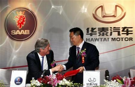 Victor Muller (L), Spyker Chief Executive and Chairman of Saab Automobile, and Zhang Xiugen, Chairman of the Hawtai Motor Group, shake hands after a signing ceremony in Beijing May 3, 2011. Spyker Cars announced on Tuesday that China's Hawtai Motor Group would invest 150 million euros in the Dutch firm's ailing Swedish brand Saab in return for shares, enabling Saab to pay bills and resume production. The deal is the second time that a Chinese company has helped to bail out a Swedish carmaker. REUTERS/David Gray