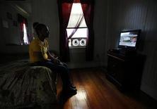 <p>Pour la première fois depuis 20 ans, le nombre de foyers américains propriétaires d'un récepteur de télévision a diminué, révèle une étude de l'institut Nielsen publiée mardi. /Photo d'archives/REUTERS/Brian Snyder</p>