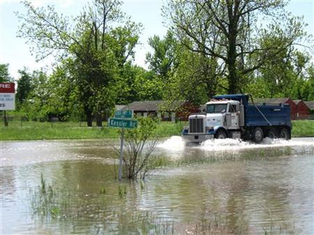 A truck drives through floodwaters in an area intentionally flooded by the U.S. Army Corp of Engineers in Charleston, Missouri, May 3, 2011. REUTERS/James Kelleher