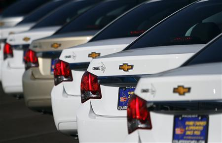 Chevrolet Cruze cars are displayed at Courtesy Chevrolet dealership in Phoenix, Arizona, in this January 4, 2011 file photo. REUTERS/Joshua Lott/Files