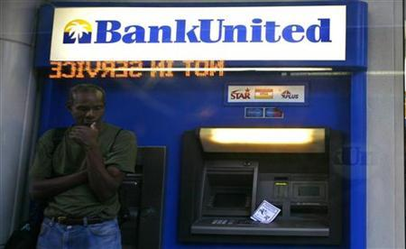 A pedestrian stands in front of a BankUnited branch in downtown Miami, Florida May 22, 2009. REUTERS/Carlos Barria