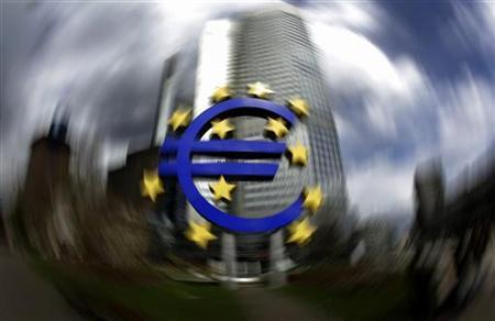 A sculpture showing the euro currency sign is seen in front of the European Central Bank (ECB) headquarters in Frankfurt, April 1, 2010. REUTERS/Kai Pfaffenbach