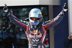 <p>Sebastian Vettel, da Red Bull, comemora ao vencer o GP da Turquia de Fórmula 1 neste domingo. REUTERS/Murad Sezer</p>