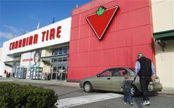 <p>Customers arrive at the Canadian Tire store in North Vancouver, British Columbia February 10, 2011. REUTERS/Andy Clark</p>