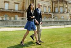 <p>Britain's Prince William and Catherine, Duchess of Cambridge, walk together in Buckingham Palace, following their wedding on Friday, in central London April 30, 2011. REUTERS/John Stillwell/Pool</p>