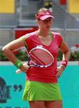 <p>Анастасия Павлюченкова на турнире в Мадриде, 6 мая 2011 года. Россиянка Анастасия Павлюченкова пробилась в третий круг турнира Italian Open в Риме, переиграв свою соотечественницу Веру Душевину. REUTERS/Andrea Comas</p>
