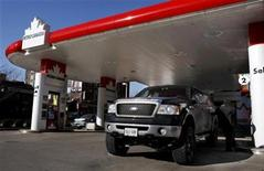 <p>A man pumps gas into his truck at a Petro-Canada gas station in Toronto in this January 31, 2008 file photo. REUTERS/Mark Blinch</p>