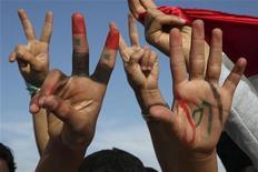 <p>Сирийские демонстранты на акции протеста в Аммане, 1 мая 2011 года. Сирийский президент Башар аль-Ассад отдал распоряжение военным не открывать огонь по демонстрантам, сообщил местный правозащитник накануне пятничных молитв, предшествующих массовым протестам. REUTERS/Majed Jaber</p>
