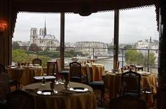<p>A view of the interior of a restaurant overlooking the River Seine and the Notre Dame Cathedral in Paris, September 24, 2010. REUTERS/Jacky Naegelen</p>