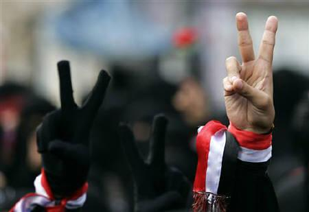 Women flash the victory sign during a demonstration demanding the ouster of Yemen's President Ali Abdullah Saleh in the southern city of Taiz May 17, 2011. REUTERS/Khaled Abdullah