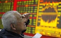 <p>An investor reacts in front of an electronic board showing stock information at a brokerage house in Huaibei, Anhui province May 12, 2011. REUTERS/China Daily</p>