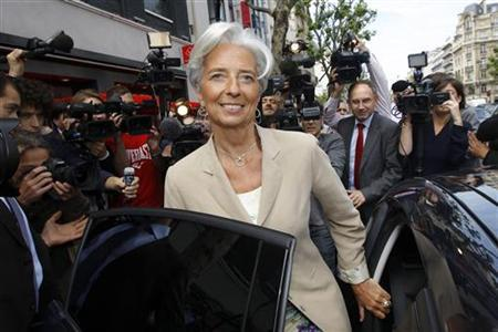 France's Finance and Economy Minister Christine Lagarde (C), surrounded by the media, leaves a Parisian food and goods retailer after a visit focused on French employer's subsidies of meal coupons or restaurant tickets in Paris May 19, 2011. REUTERS/Benoit Tessier