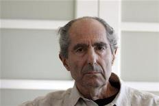 <p>Author Philip Roth poses in New York September 15, 2010. REUTERS/Eric Thayer</p>