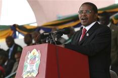<p>Tanzanian President Jakaya Kikwete addresses the nation after he was sworn-in at the Uhuru Stadium in Dar es Salaam, November 6, 2010. REUTERS/Emmanuel Kwitema</p>