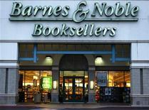 <p>Foto de archivo de un local de la librería Barnes and Noble en Encinitas, EEUU, mayo 22 2008. Barnes & Noble presentó el martes un nuevo lector electrónico que es del tamaño de un libro de bolsillo y tiene una batería que dura dos meses, características diseñadas para competir con Amazon y Apple. REUTERS/Mike Blake</p>