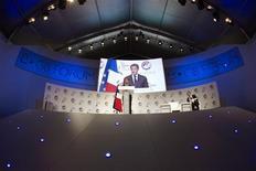 """<p>Ouvrant à Paris les travaux d'un """"e-G8"""" rassemblant la quasi-totalité des groupes emblématiques de l'internet, Nicolas Sarkozy a lancé mardi un appel à un dialogue entre les Etats et les acteurs de l'internet pour définir un """"socle commun"""" de règles qui ne brident pas pour autant le développement du secteur. /Photo prise le 24 mai 2011/REUTERS/Lionel Bonaventure/Pool</p>"""