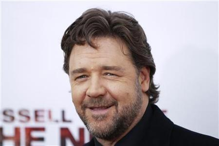 Cast member Russell Crowe arrives for the premiere of the film ''The Next Three Days'' in New York November 9, 2010. REUTERS/Lucas Jackson