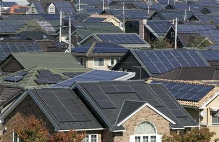 Rooftops of solar powered houses are pictured in Ota, 80 km northwest of Tokyo October 28, 2008. REUTERS/Yuriko Nakao
