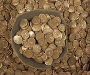 <p>A hoard of Iron Age gold coins found in Suffolk, southeast England in 2008. Britain is bursting with ancient buried treasure and the masses have been bitten by the bug for digging it up -- ironically with the full approval of the government and leading museums. REUTERS/Portable Antiquities Scheme/handout</p>