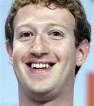 <p>El fundador y consejero delegado de Facebook, Mark Zuckerberg, durante el foro del G8 en París, mayo 25 2011. Facebook no está trabajando en hacer accesible a corto plazo la mayor red social del mundo a los menores de 13 años, dijo el miércoles su fundador y consejero delegado, Mark Zuckerberg, contradiciendo algunas informaciones de los medios. REUTERS/Gonzalo Fuentes</p>