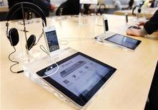 <p>Opera Software a dévoilé une nouvelle version de son navigateur du même nom destinée aux iPhone et iPad d'Apple. Le nouveau navigateur d'Opera dispose d'un bouton qui permet aux internautes mobiles de publier, de tweeter ou de partager une information sur Facebook, vKontakte ou My Opera. /Photo prise le 23 mai 2011/REUTERS/Shannon Stapleton</p>