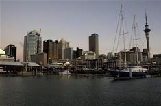 <p>The sun goes down on Auckland as it approaches Earth Hour, March 27, 2010. REUTERS/Nigel Marple</p>